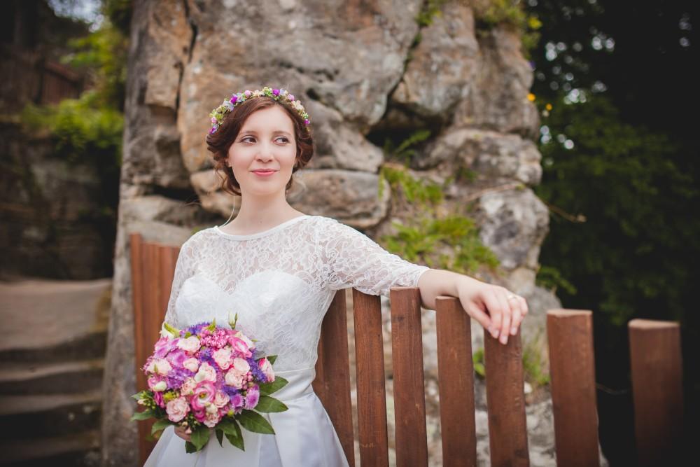 beautiful wedding at Cesky raj / via Originální Svatba